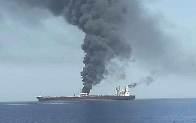 Un pétrolier en feu en mer d'Oman, le 13 juin 2019. (Crédit : IRIB News Agency via AP)