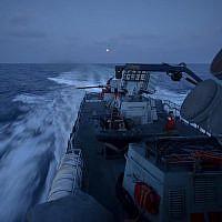Un navire de la marine israélienne participe à un exercice militaire d'envergure contre le groupe terroriste du Hezbollah, au Liban, en juin 2019. (Crédit : armée israélienne)