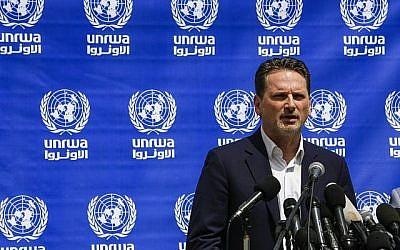 Pierre Krahenbuhl, chef de l'Office de secours et de travaux des Nations Unies pour les réfugiés palestiniens (UNRWA), s'exprime lors d'une conférence de presse à Gaza ville le 23 mai 2019. (MOHAMMED ABED / AFP)