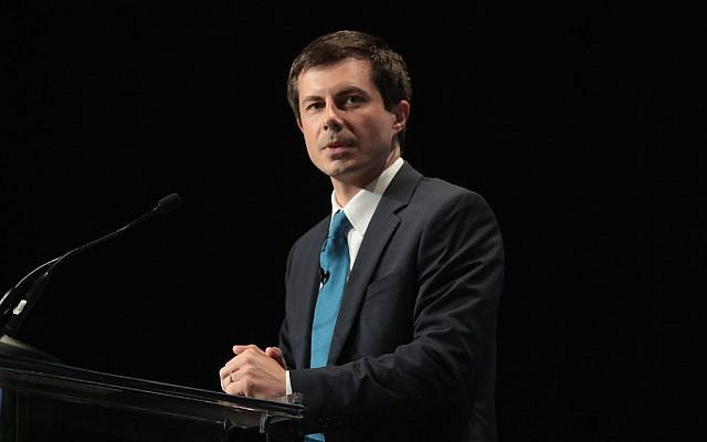 Pete Buttigieg, candidat à l'investiture démocrate pour la présidentielle et maire de South Bend dans l'Indiana s'exprime au Dîner du Hall of Fame du parti démocrate de l'Iowa, le 9 juin 2019 à Cedar Rapids, Iowa. (Scott Olson/Getty Images/AFP)