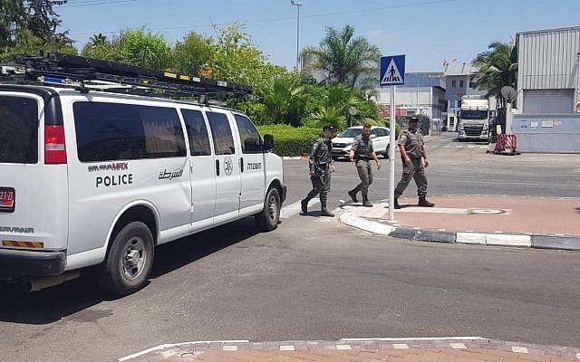 La police arrive sur la scène d'une fuite d'ammoniac à l'usine Strauss à Acre, el 27 juin 2019. (Police Israël)