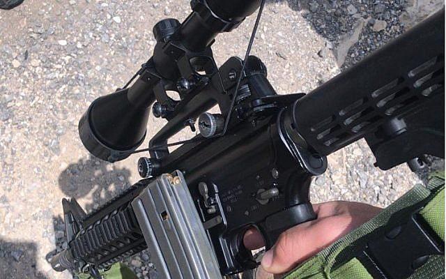 Photo du M-16 saisi par Tsahal en Cisjordanie. (Crédit : Twitter)