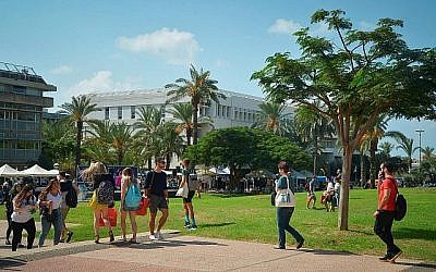 Des étudiants à l'université de Tel Aviv le 14 octobre 2018. (Flash90)