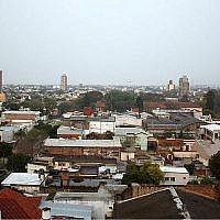 Une vue de Resistencia, en Argentina, en 2010. Le monument de la Shoah de la ville a été vandalisé par une croix gammée (WIkimedia Commons via JTA)