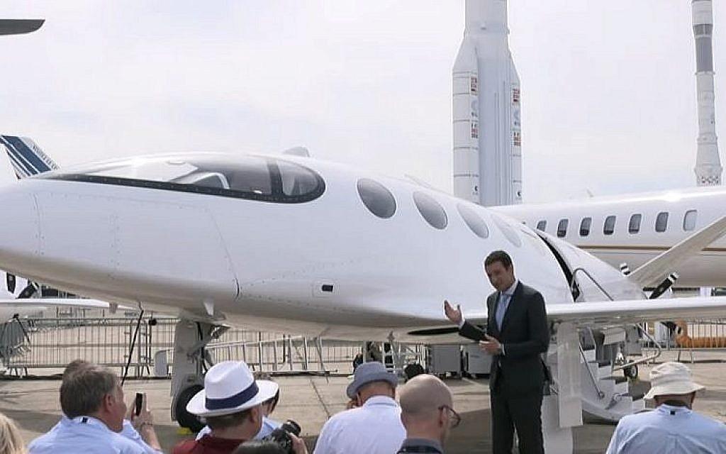 L'Alice d'Eviation est présenté par le directeur-général d'Eviation,  Omer Bar-Yohay, au salon de l'aéronautique de Paris, le 19 juin 2019 (Capture d'écran : YouTube)