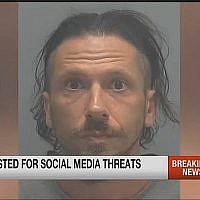 Joshua John Leff, âgé de 40 ans, a été arrêté à Fort Myers, en Floride, et inculpé d'intimidation, d'avoir envoyé des menaces écrites appelant à tuer les minorités, y compris les Juifs. (Capture d'écran : YouTube)