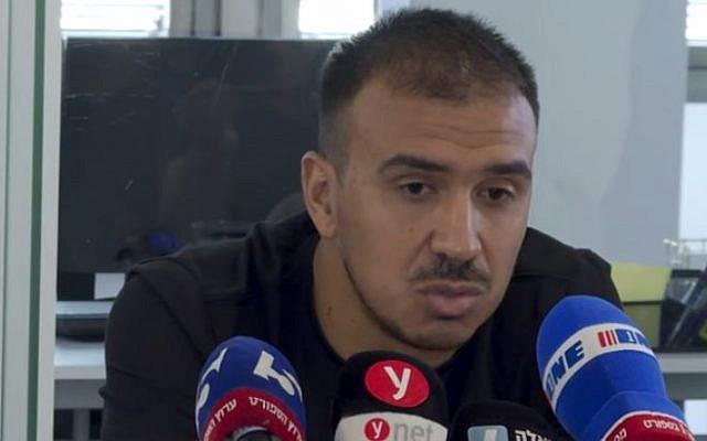 Le joueur de football argentin Pedro Galvan s'exprime à la presse le dimanche 16 juin 2019, après avoir appris qu'il allait être explosé d'Israël (Capture d'écran : YouTube)