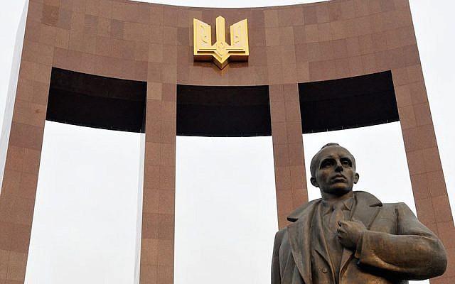 Statue de Stepan Bandera à Lviv, Ukraine, septembre 2014. (Avec l'aimable autorisation d'Andrey Syasko/via JTA)