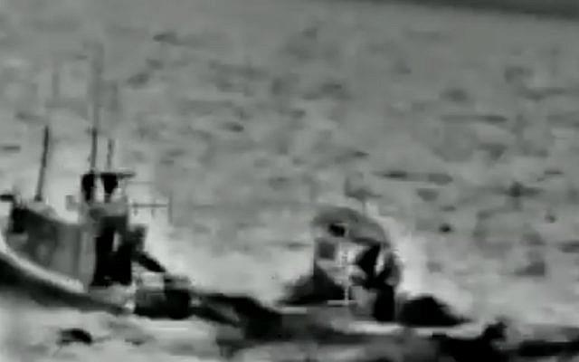 Une opération israélienne d'interception de navires gazaouis dans une vidéo diffusée par l'armée israélienne, le 7 juin 2019 (Capture d'écran : Armée israélienne)