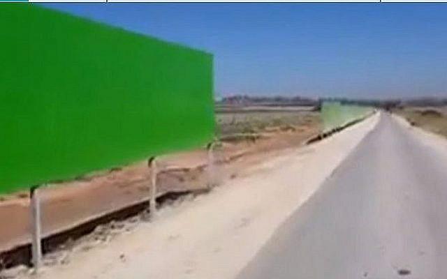 Une portion de la nouvelle barrière de sécurité autour de la bande de Gaza. (Crédit : capture d'écran Douzième chaîn)