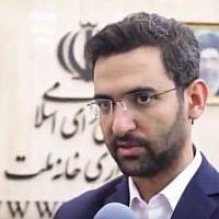 Le ministre iranien des Télécommunications, Mohammad Javad Azari-Jahromi. en interview télévisée, le 13 août 2017. (Crédit : YouTube)