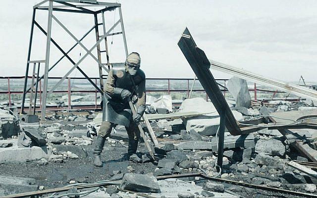 """Image d'un """"liquidateur"""" de la nouvelle mini-série HBO """"Tchernobyl"""". (Liam Daniel/HBO)"""