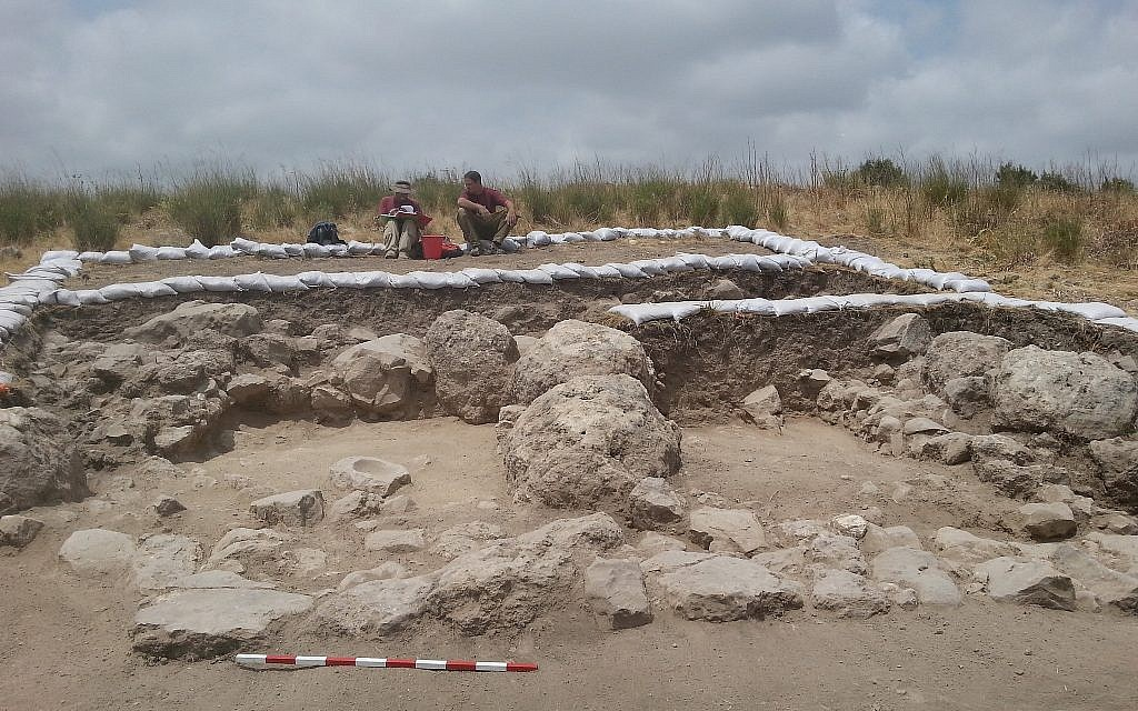 Le site de fouilles  de Khirbet a-Ra'i,  que les archéologues ont identifié comme étant la ville biblique de Zikag (Crédit : Equipe des fouilles de Khirbet a-Rai)