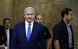 Le Premier ministre Benjamin Netanyahu arrive à la réunion hebdomadaire du cabinet à Jérusalem, le 14 juillet 2019. (RONEN ZVULUN / POOL / AFP)