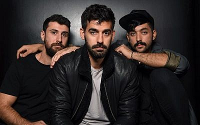De gauche à droite, les musiciens Haig Papazian, Carl Gerges et Hamed Sinno de Mashrou' Leila posent pour une photo le 1er novembre 2017 à New York. (Crédit :    / AFP PHOTO / ANGELA WEISS / TO GO WITH AFP STORY BY SHAUN TANDON)