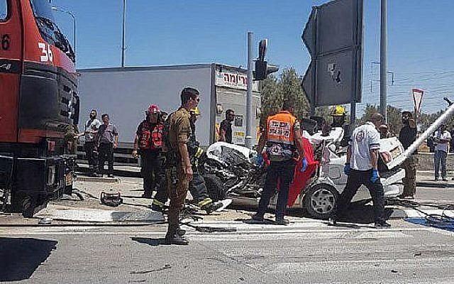 La scène d'un accident de la route meurtrier près de Beer Sheva, le 3 juillet 2019 (Crédit : Magen David Adom)
