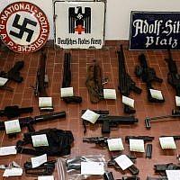 Un missile et des fusils dernier cri retrouvés chez des sympathisants d'extrême droite italiens.(Crédit photo : Polizia di Stato)