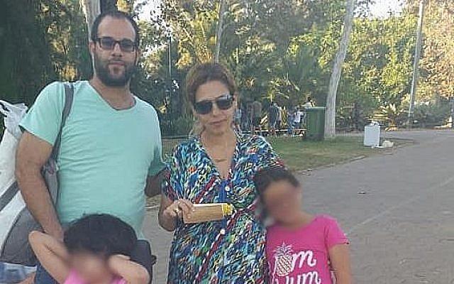 Ofir Hasdai, sa femme Dikla et deux de leurs trois filles. Hasdai a été abattu le 28 juillet 2019 lors d'une querelle concernant une place de stationnement. (Avec l'aimable autorisation de Facebook)