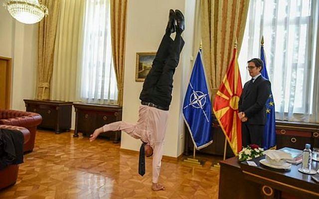 L'ambassadeur israélien en Macédoine du Nord, Dan Oryan, dans le cabinet du président Stevo Pendarovski. (Crédit photo : Stevo Pendarovski / Facebook)