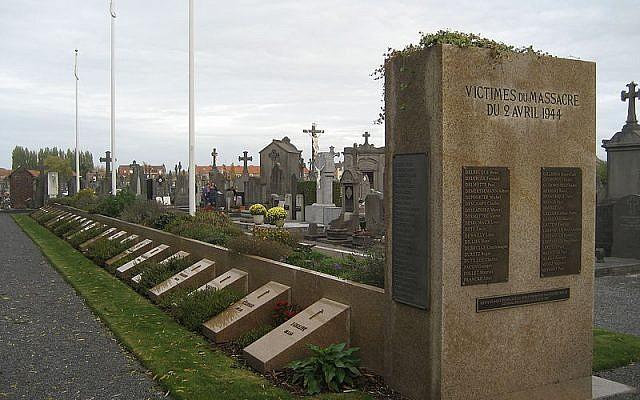 Tombes des massacrés d'Ascq au cimetière d'Ascq, le 25 octobre 2009. (Crédits photo : Luc Beaumadier / Wikimédia / CC BY SA 3.0)
