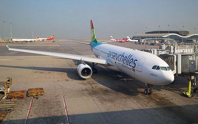 Un Airbus A330-200d'Air Seychelles àHong Kong. (Crédit photo : Edwin Leong / Wikipédia / CC BY-SA 2.0)