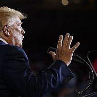 Le président américain Donald Trump lors d'un rassemblement de campagne au Williams Arena à Greenville, en Caroline du nord, le 17 juillet 2019 (Crédit : Carolyn Kaster/AP)