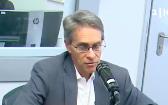 Capture d'écran d'une vidéo d'un entretien de Kenneth Roth, directeur exécutif d'HRW, avec une radio israélienne (Capture d'écran Twitter)