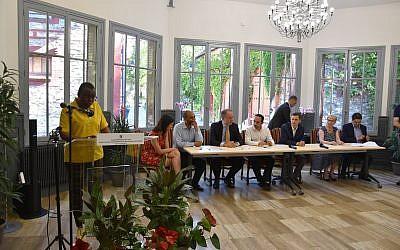 """Ce vendredi 5 juillet, à l'Hôtel de ville de Sarcelles, le maire, Patrick Haddad, a présenté son """"plan territorial de lutte contre le racisme, l'antisémitisme et les discriminations"""". (Crédits photo : @VilleSarcelles)"""