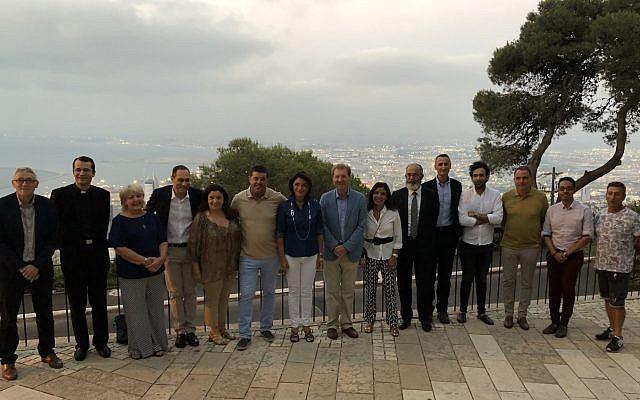 La délégation marseillaise, sur les hauteurs de Haïfa, le 22 juillet. (Crédit photo : Martine Vassal / Twitter)