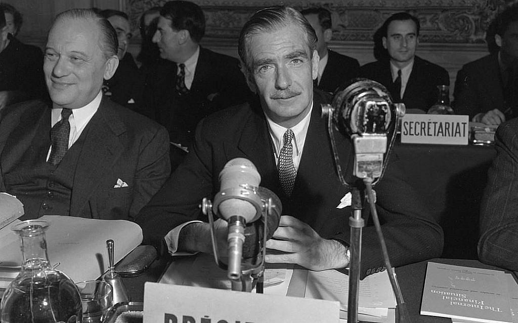 Photo d'illustration : Anthony Eden uvre une réubion du Conseil de l'organisation pour la coopération économique européenne à Paris, entre 1948 et 1957. (Crédit : Domaine public)