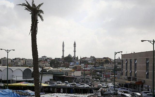 Le centre de la ville bédouine de Rahat dans le sud d'Israël, 16 février 2014. (Hadas Parush/Flash90)