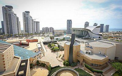 Une photo illustrative des bâtiments de la ville d'Ashdod, dans le sud du pays. (Yaakov Lederman/Flash90)