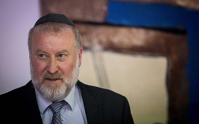Le procureur général Avichai Mandelblit assiste à une cérémonie pour le nouveau ministre de la Justice Amir Ohana au ministère de la Justice à Jérusalem, le 23 juin 2019. (Yonatan Sindel/Flash90)