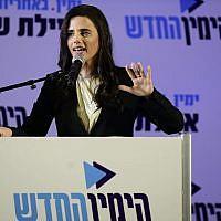 Ayelet Shaked lors d'une conférence de presse à Ramat Gan, où Shaked a annoncé qu'elle avait pris la direction du parti HaYamin HaHadash, le 21 juillet 2019 (Crédit : Tomer Neuberg/Flash90)