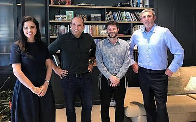 (De gauche à droite) Ayelet Shaked, Naftali Bennett, Bezalel Smotrich et Rafi Peretz annonçant une fusion entre partis de droite religieuse, le 29 juillet 2019. (Autorisation)