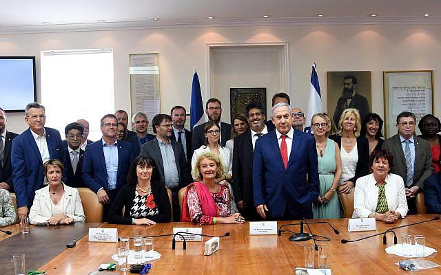 Une délégation de parlementaires français en visite en Israël a rencontré mercredi 17 juillet le Premier ministre israélien Benjamin Netanyahu. (Crédit photo : Haim Zach - GPO)