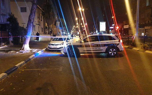 La police répond à une attaque au couteau de Hadera, le 22 juillet 2019 (Crédit : Police israélienne)