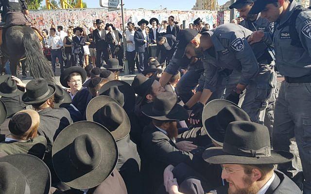 Une manifestation ultra-orthodoxe à Jérusalem contre le projet du service militaire, le 2 juillet 2019. (Police israélienne)
