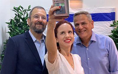 Ehud Barak (à gauche), président du Parti démocrate israélien, Stav Shaffir, députée travailliste (au centre), et Nitzan Horowitz, président du Meretz, le 25 juillet 2019. (Autorisation)
