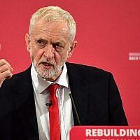 Jeremy Corbyn, le chef du parti d'opposition britannique, participe au lancement de sa campagne aux élections européennes  à Chatham, dans le sud est de l'Angleterre le 9 mai 2019. (Daniel LEAL-OLIVAS / AFP)