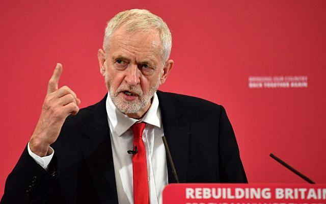 Jeremy Corbyn, le chef du parti d'opposition britannique Labour, participe au lancement de sa campagne aux élections européennes  à Chatham, dans le sud est de l'Angleterre, le 9 mai 2019. (Daniel LEAL-OLIVAS / AFP)
