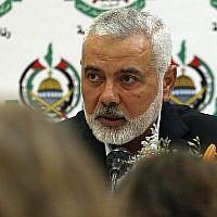 Ismail Haniyeh, le chef du Hamas, s'exprime lors d'une rencontre avec des journalistes étrangers à Gaza Ville, le 20 juin 2019. (Mohammed Abed/AFP)