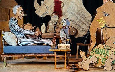 """""""Une journée malade pour Morris McGee"""", l'un des spectacles prévus en israël pour le festival annuel du Théâtre de marionnettes, du 18 au 22 août 2019. (Crédit : Dor Kermi)"""