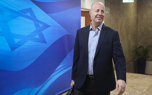 Le ministre de la Coopération régionale Tzachi Hanegbi arrive à la rencontre hebdomadaire du cabinet, le 3 mars 2019.  (Marc Israel Sellem/POOL)