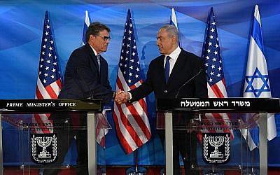 Le Premier ministre Benjamin Netanyahu, à droite, rencontre le ministre américain de l'Energie Rick Perry à Jérusalem à Jérusalem, le 23 juillet 2019. (Haim Zach/GPO)