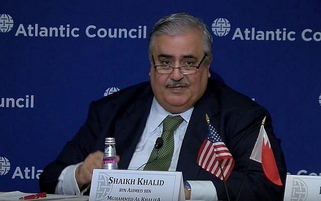 Le ministre des Affaires étrangères bahreïni  Khalid bin Ahmed Al Khalifa à l'Atlantic Council de Washington, le 17 juillet 2019 (Capture d'écran : YouTube
