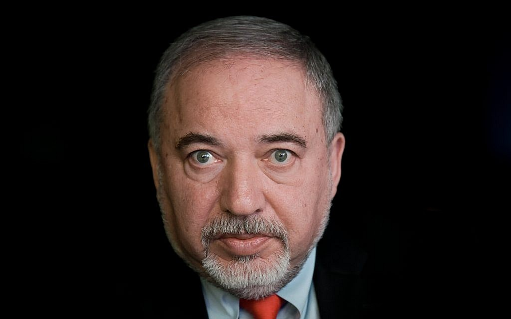 Avigdor Liberman assiste à la conférence Muni Expo 2018 au Tel Aviv Convention Center, le 14 février 2018. (Flash90)