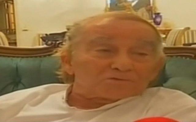Roger Pinto, dont le fils et la femme ont été victimes d'une présumée agression antisémite dans leur maison de Livry Gargan, en banlieue nord-est de Paris. (Capture d'écran de la Deuxième chaîne)