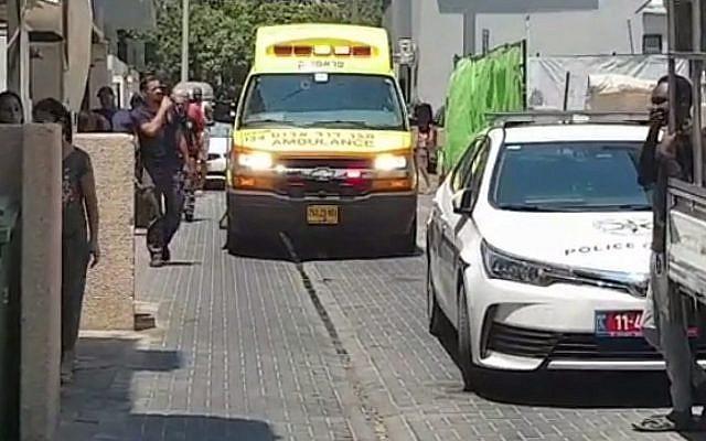 La scène d'une attaque au couteau à proximité du refuge LGBT Beit Dror à Tel Aviv, le 26 juillet 2019 (Capture d'écran : Treizième chaîne)