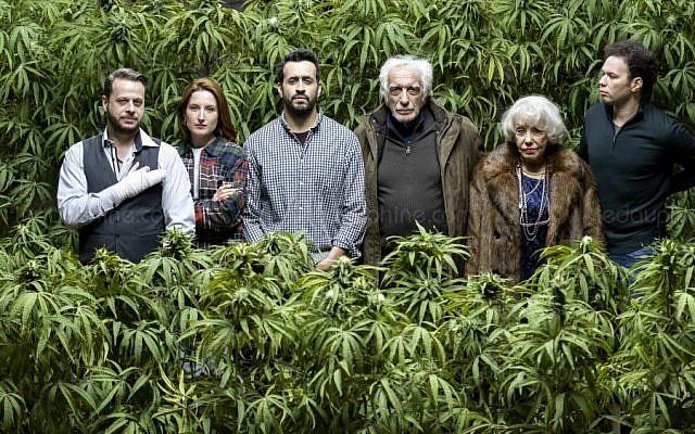 """La nouvelle série Netflix """"Family Business"""" narre l'histoire d'une famille juive française qui se lance dans le business du cannabis. (Crédit photo : Julien Panie/Netflix)"""
